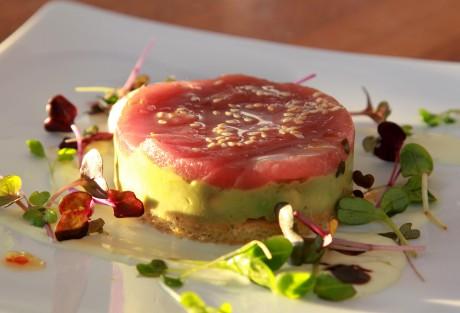 Davidoff Tour Gastronomique 2012  Restaurant Vier Jahreszeiten auf dem Traumschiff MS Deutschland Hamburg  Thunfisch - Avocado - Wasabi - Soja - 2012