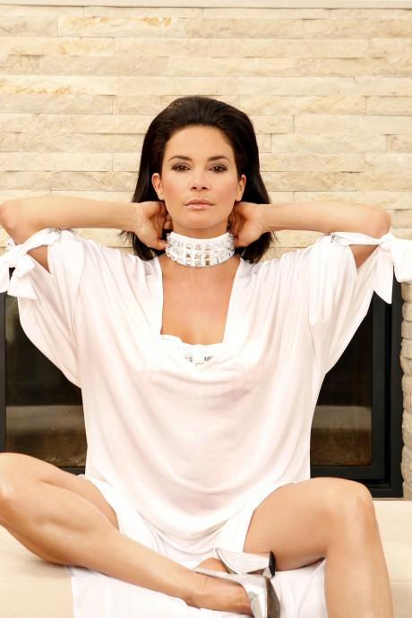 Gitta Saxx, Model , Beauty und Lifestyle Expertin zeigt für IMAGINE Dessous & Cosmetics traumhafte Bademode und wunderschöne Lingerie für den Sommer 2008. Nicht nur als Model sondern auch als Expertin, präsentiert sie über den Dächern von München die Hightlights des Sommers. IMAGINE bietet im Bereich Dessous und Bademoden alles, was das Herz höher schlagen lässt  ( La Perla, Ritratti, Oscalitto  und viele mehr). Die Trends in diesem Sommer sind : Dessous mit Spitze und Blumendekor, sanfte Farben wie flieder, cappuccino und Korallen blau. Hier geht der Trend weg vom String und wird raffiniert mit einem Spitzeneinsatz kombiniert. ...Sexappeal garantiert! Sehr heiß wird es mit femininen Korsagen, die die Figur optimal betonen. Bei Bademoden ist die absolute Trendfarbe WEISS! Von La Perla gibt es die glamouröse Variante + Swarovsky Steinen. en. Bikinis werden fruchtig und blumig.Jede Frau wird hier zur DIVA. Auch am Strand  sollte man auf schöne Accessiorers wie  Schmuck und Pareos nicht verzichten.   Themen:  ·        capuccino & café  ·        sweet fruits  ·        flower power ·        black & white  IMAGINE : Dessous & Cosmetics Pacellistraße 5 , 80333 München   Tel. 089 / 21665605 www.imagine-dessous.de  möbeldesign:www.madexmunich.com